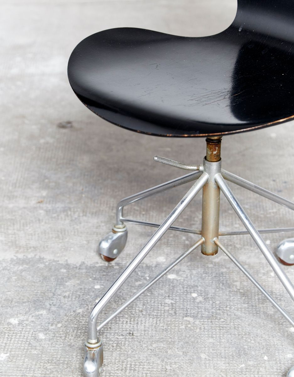 modell 3217 b rostuhl von arne jacobsen f r fritz hansen. Black Bedroom Furniture Sets. Home Design Ideas