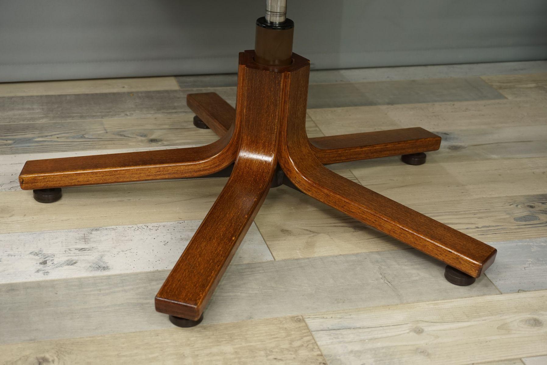 Chaise de bureau en cuir et bois s en vente sur pamono