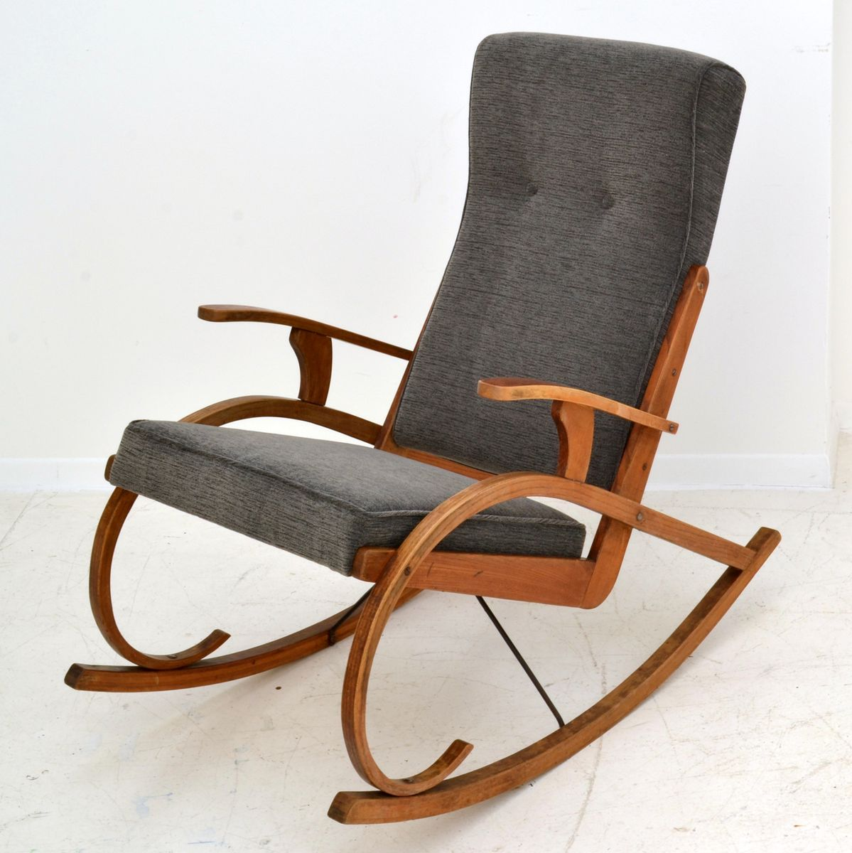 Captivating Czech Modernist Rocking Chair In Bentwood, 1930s