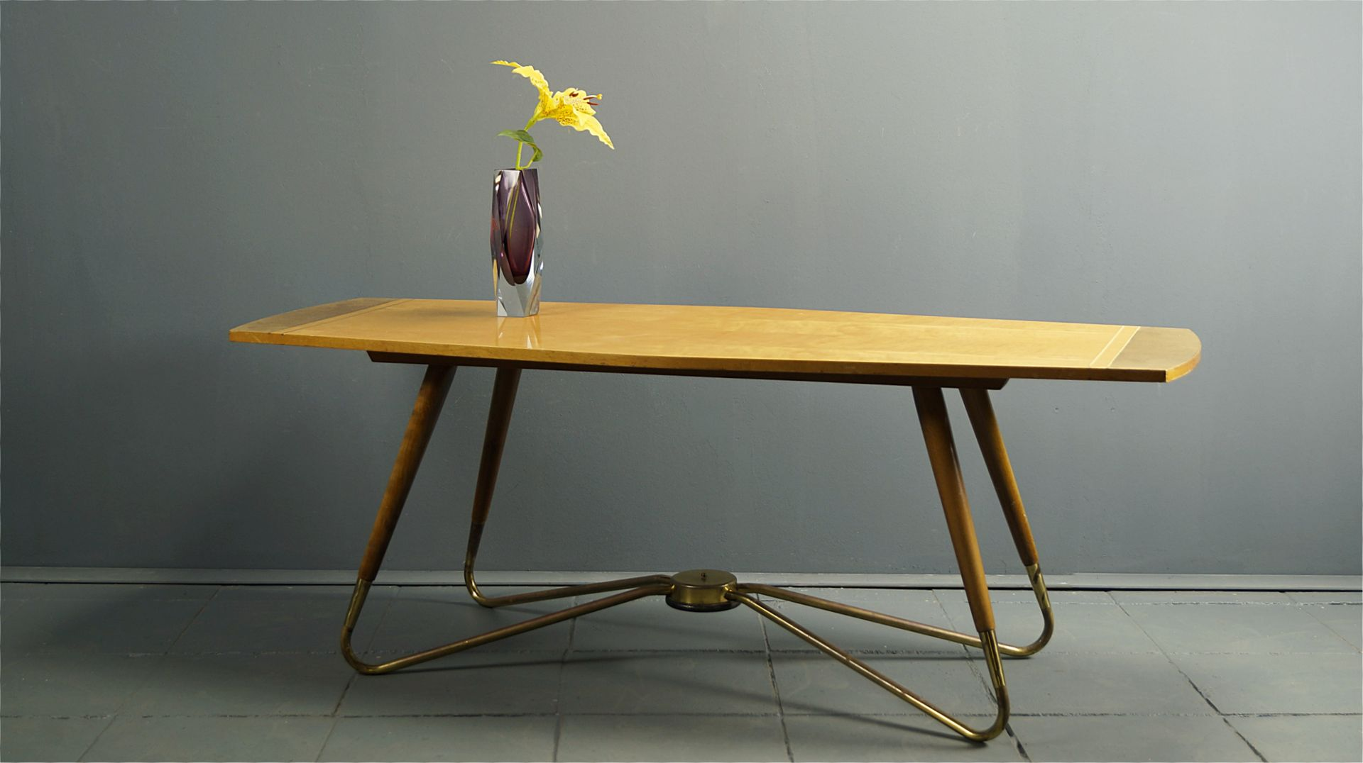 Mesa de centro alemana con marco de latón de Ilse Furniture, años 50 ...