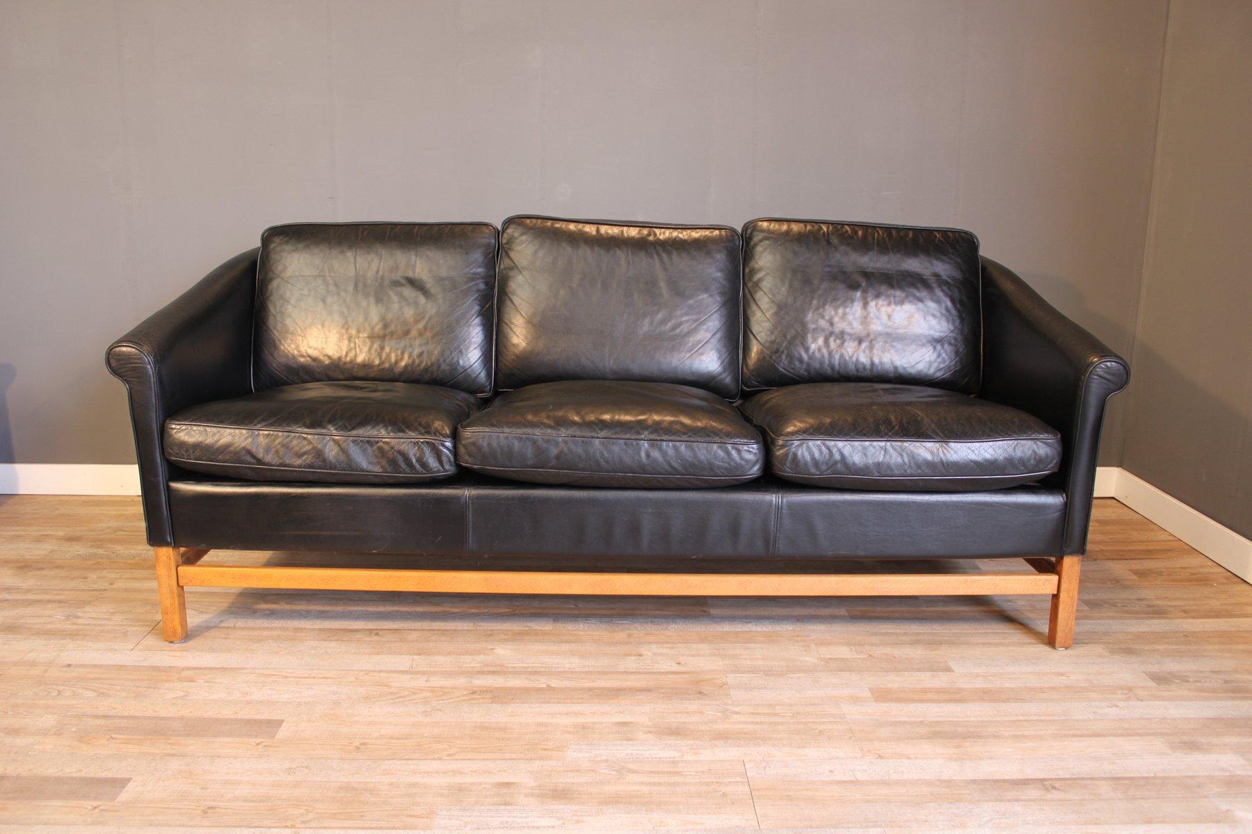 Schwarzes Leder 3 Sitzer Sofa mit Buche Gestell von Stouby 1970er