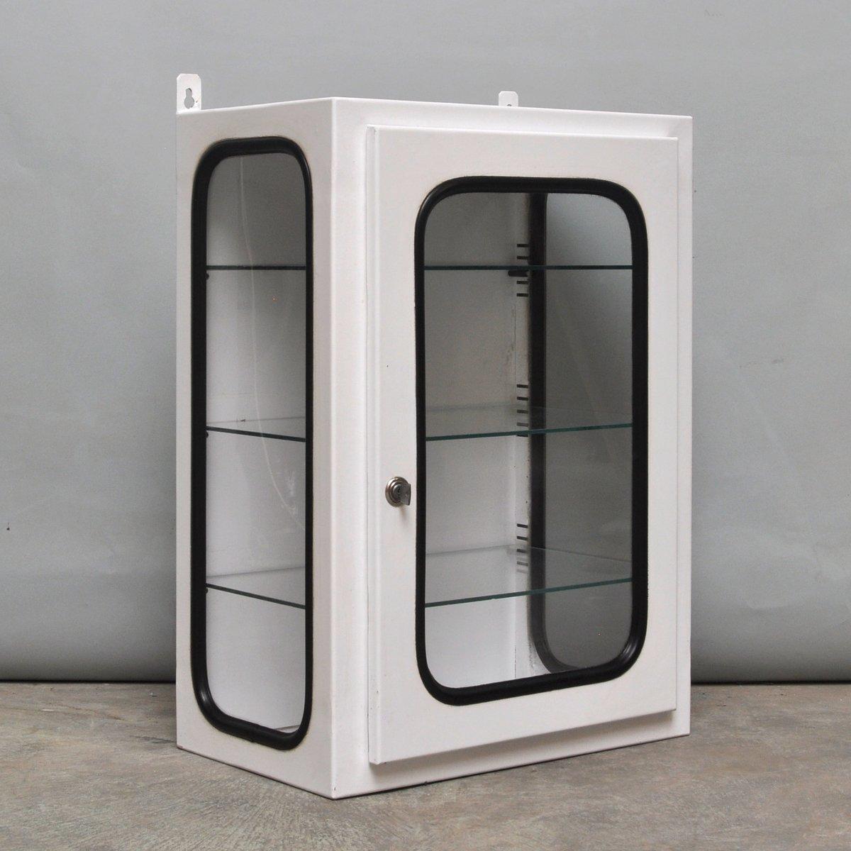 kleiner wei lackierter apothekerschrank 1970er bei. Black Bedroom Furniture Sets. Home Design Ideas
