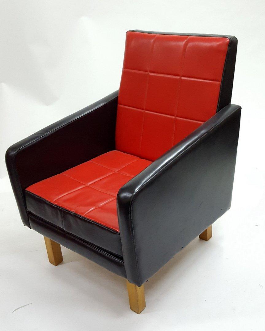 Fauteuil Noir et Rouge en Similicuir Hongrie 1960s en vente sur Pamono