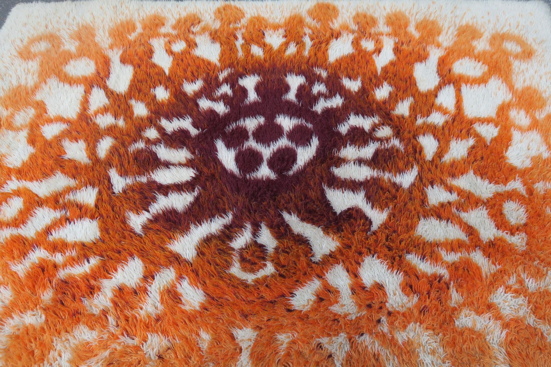 skandinavischer rya teppich mit sonne und tanzenden figuren 1970er bei pamono kaufen. Black Bedroom Furniture Sets. Home Design Ideas