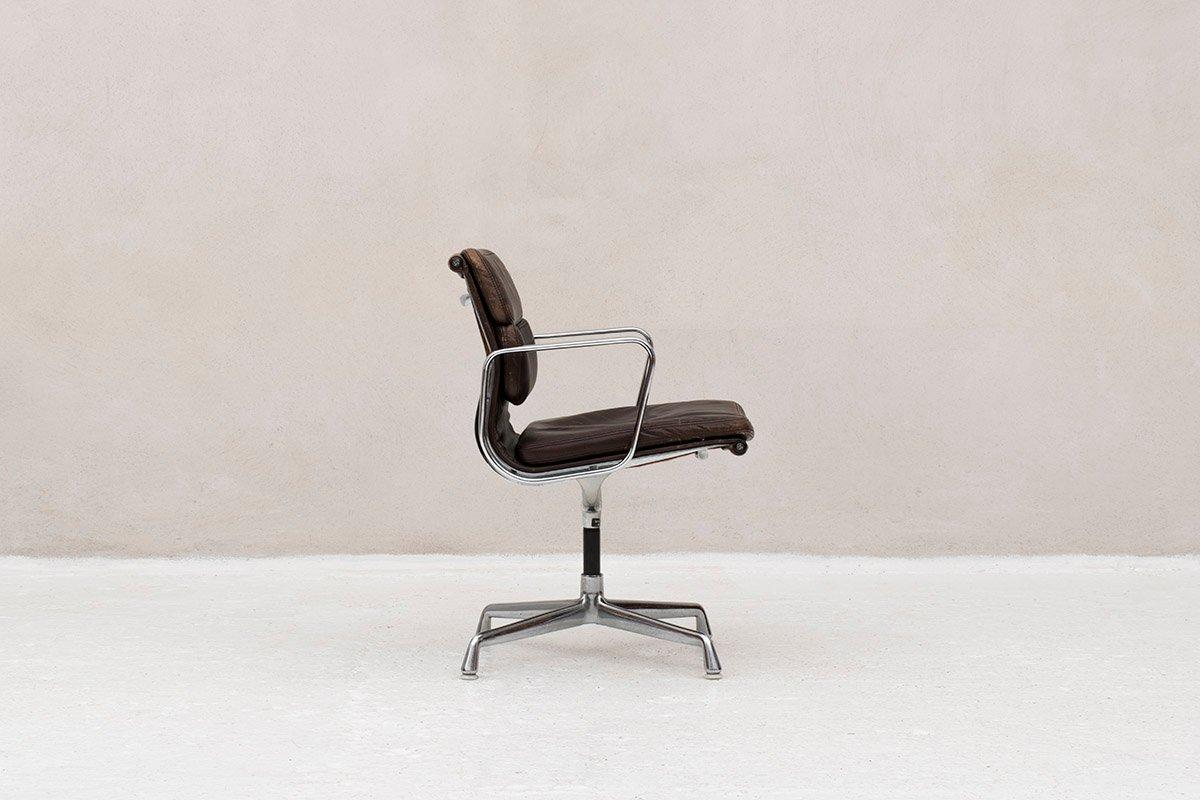 Schreibtischstuhl von charles ray eames f r vitra for Eames schreibtischstuhl