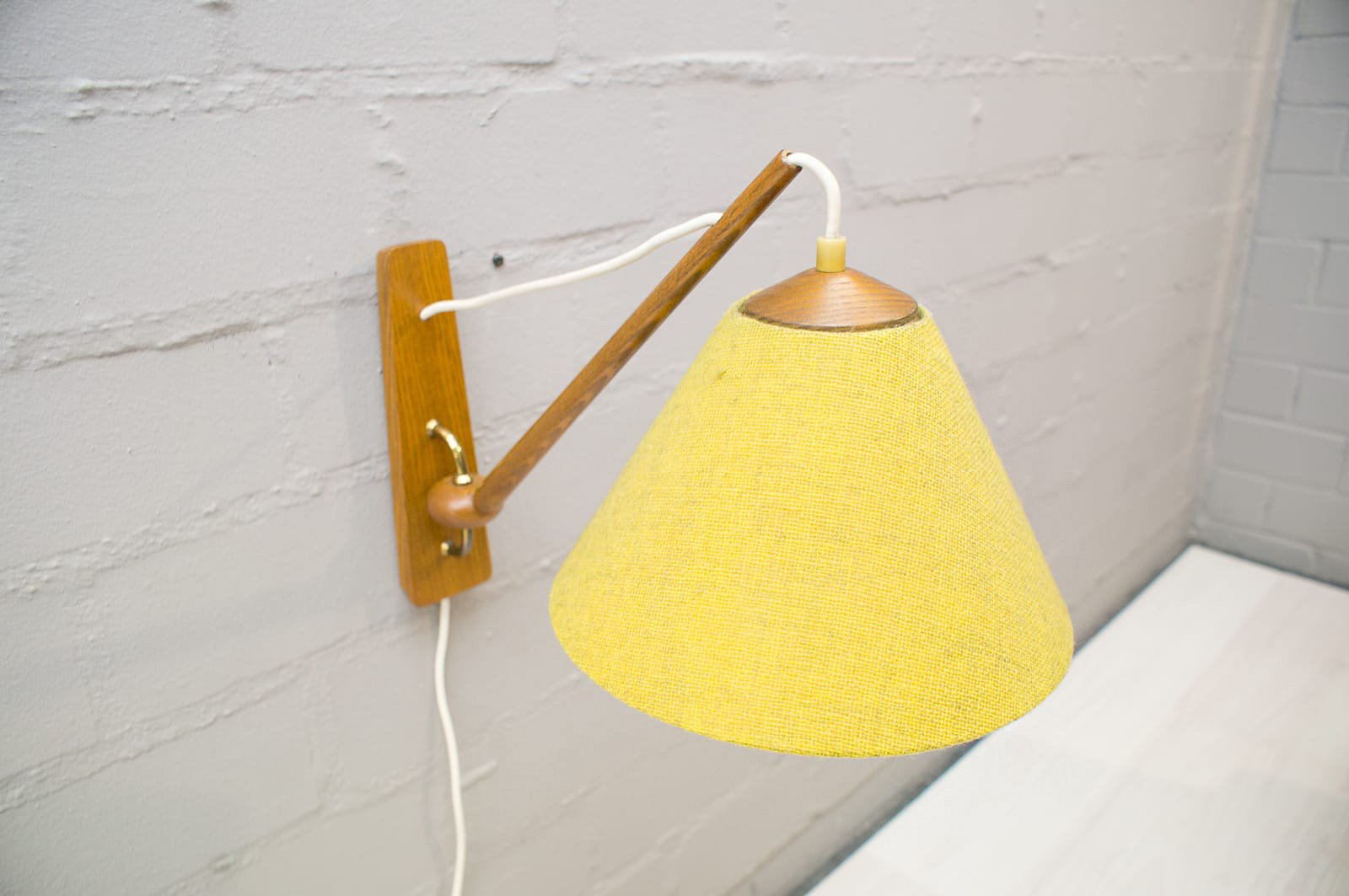 Scandinavian Wooden Wall Lamp, 1950s for sale at Pamono