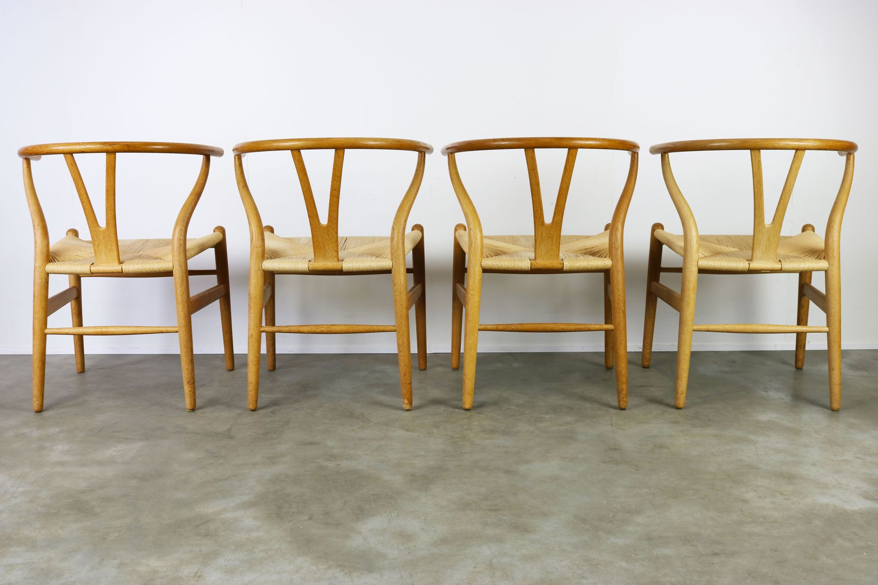 Ch24 Wishbone Chairs In Oak & Paper Cord By Hans