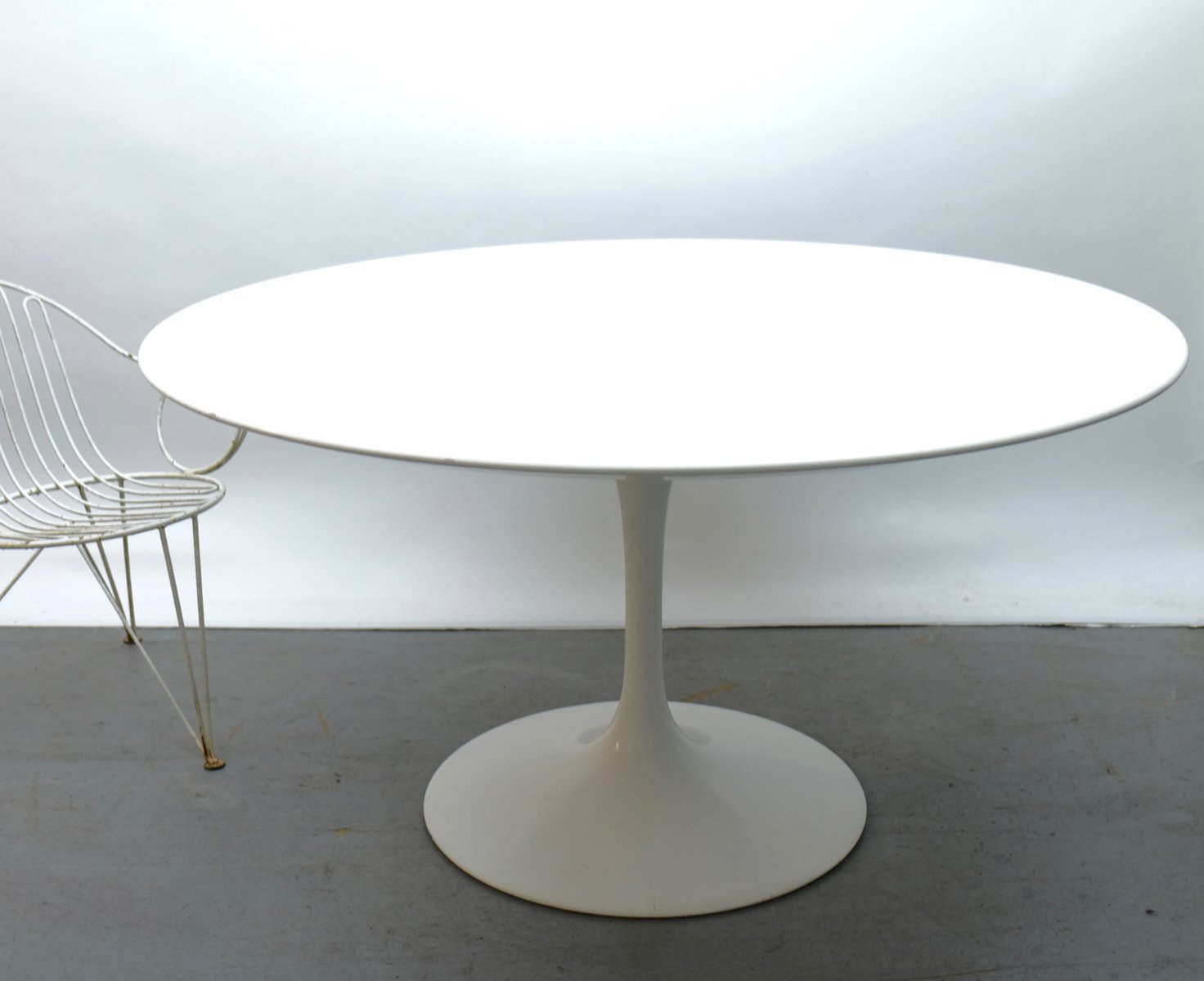 skandium dining saarinen round tulip table