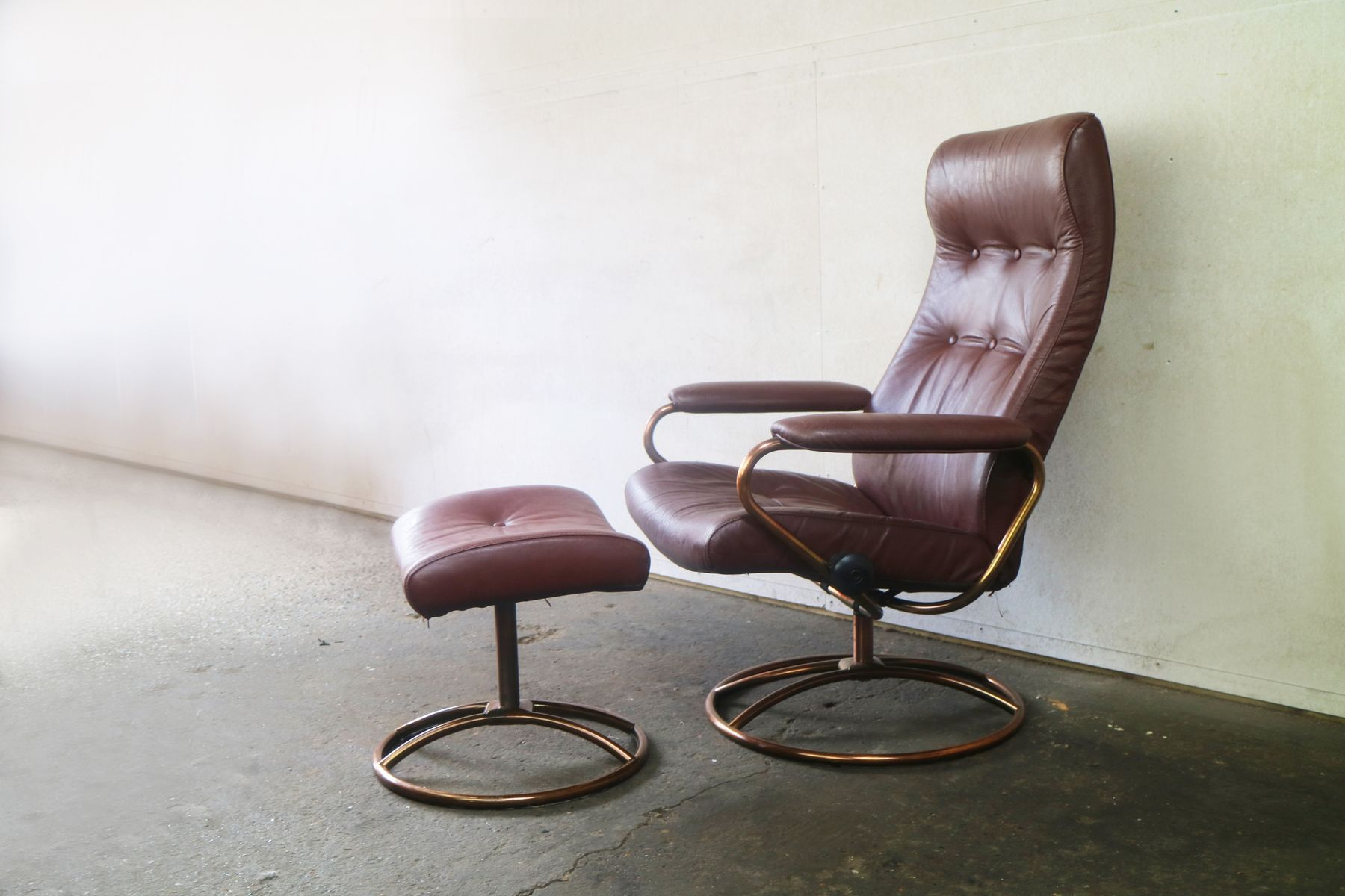 High Quality Mid Century Norwegian Reclining Chair And Ottoman From Ekornes Stressless