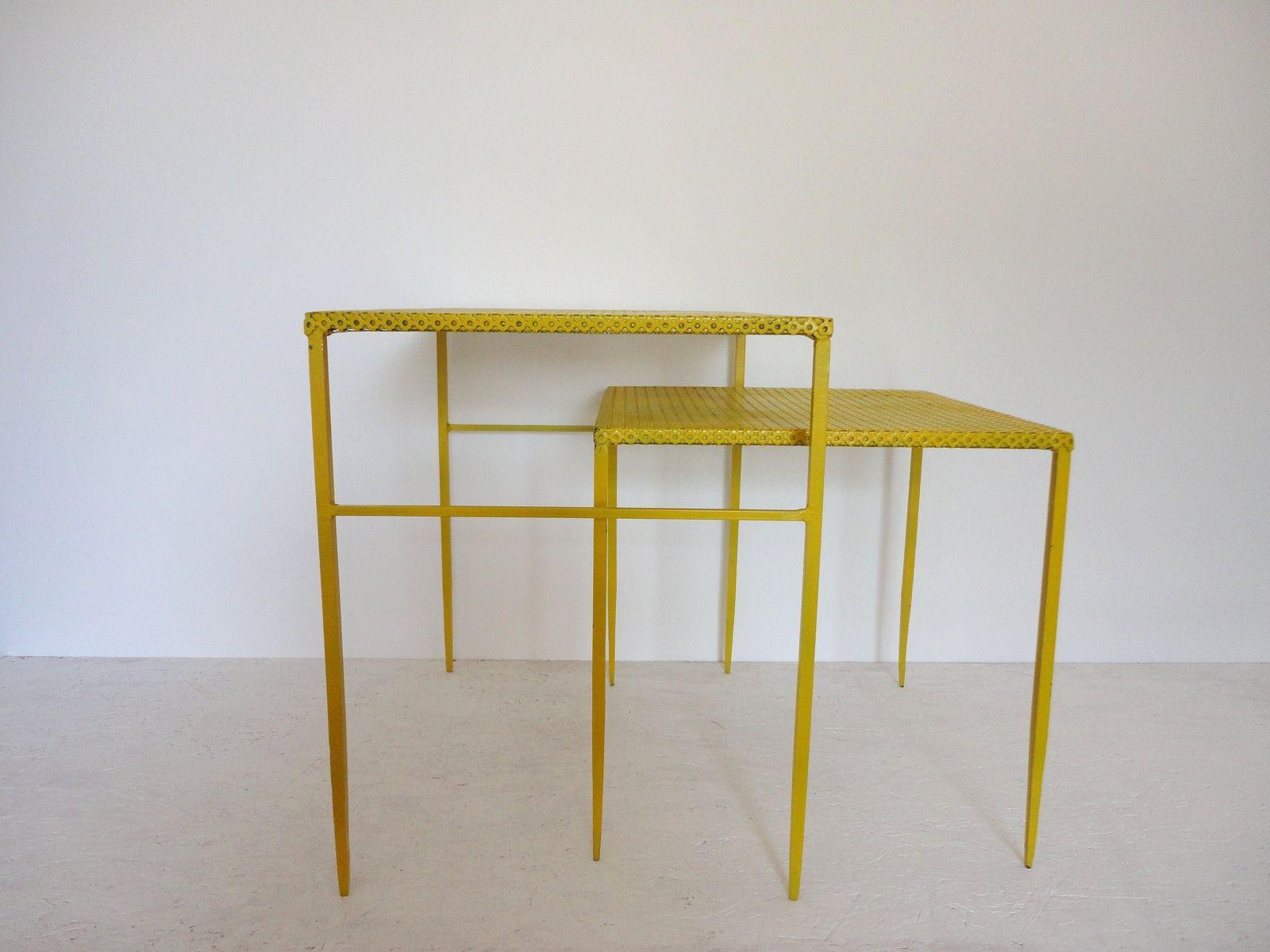Beistelltische aus metall von mathieu mategot 1950er 2er for Designer beistelltische metall