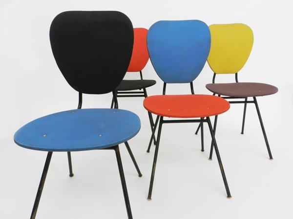 mehrfarbige franz sische kunststoff st hle 1950er 4er. Black Bedroom Furniture Sets. Home Design Ideas