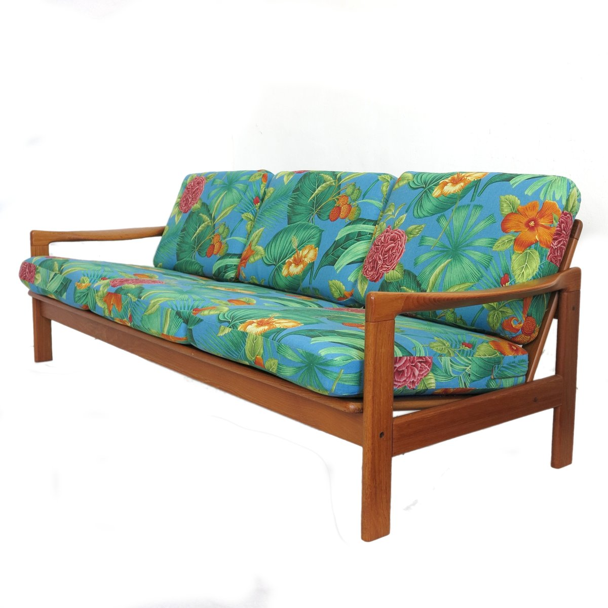 Lovely Scandinavian 3 Seater Sofa