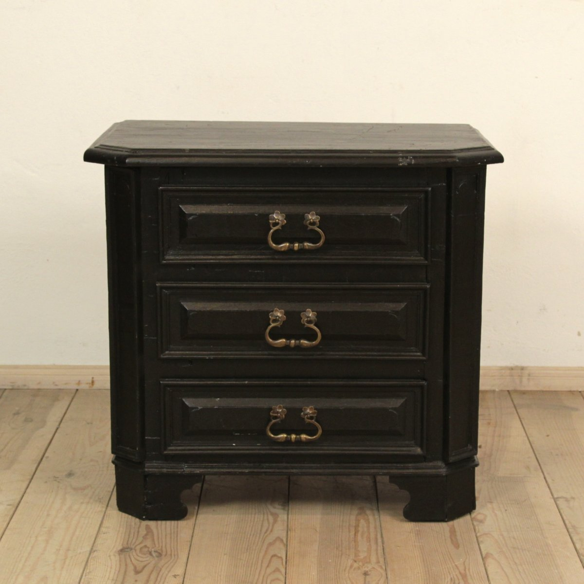 petite commode antique en bois laqu noir 1810 en vente sur pamono. Black Bedroom Furniture Sets. Home Design Ideas