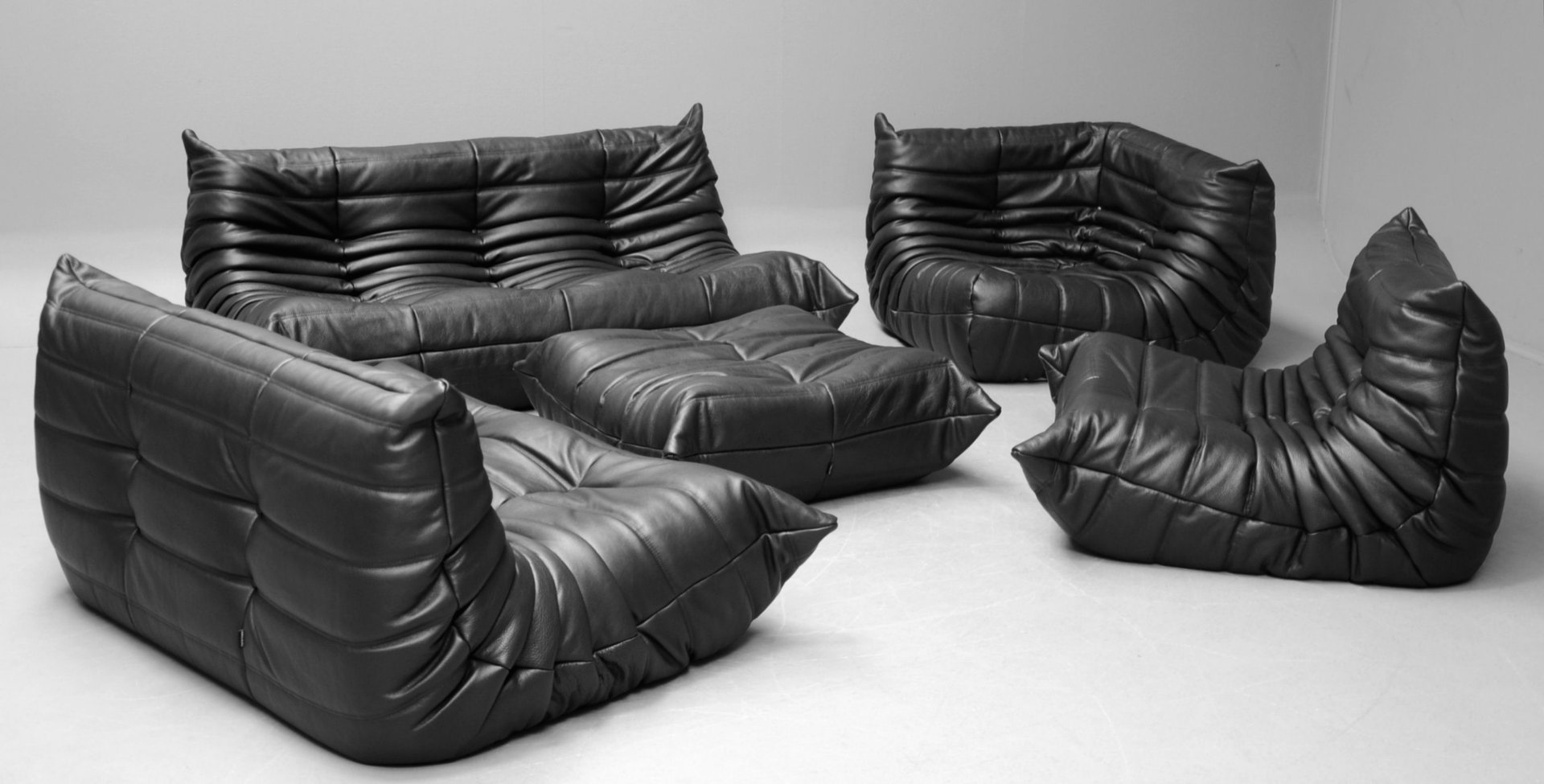 schwarze vintage togo ledersofagarnitur von michel ducaroy f r ligne roset bei pamono kaufen. Black Bedroom Furniture Sets. Home Design Ideas