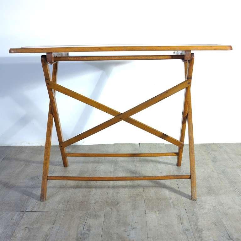 industrieller zusammenklappbarer tisch aus holz 1930er. Black Bedroom Furniture Sets. Home Design Ideas