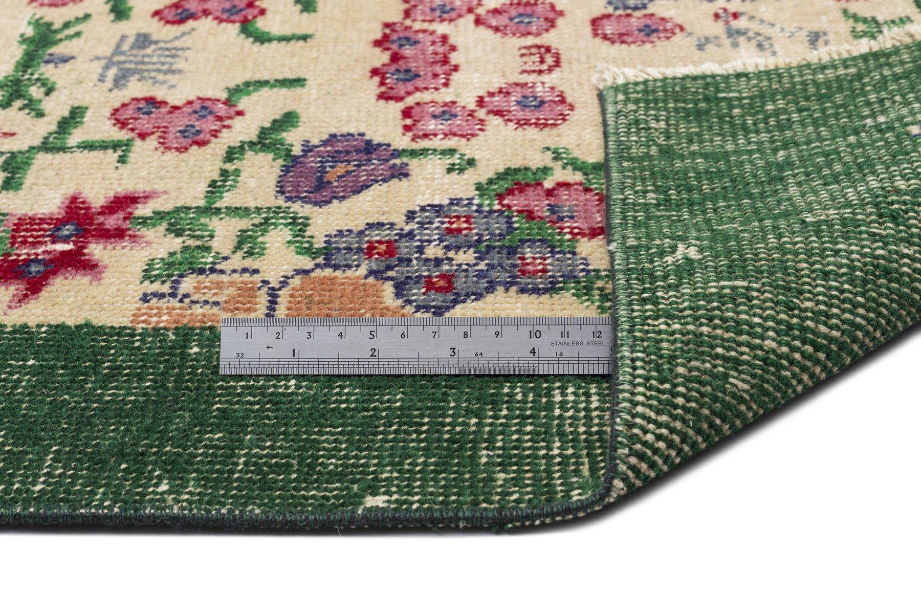 t rkischer vintage teppich in gr n und beige mit floralem muster bei pamono kaufen. Black Bedroom Furniture Sets. Home Design Ideas