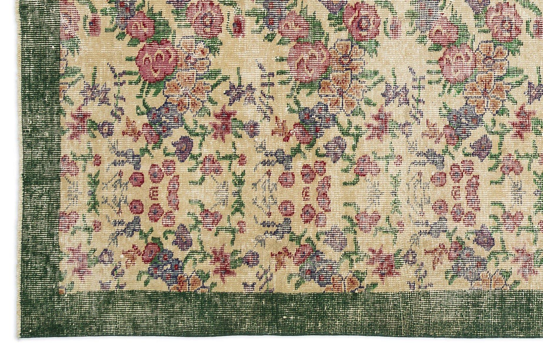 turkischer vintage teppich in grun und beige mit floralem With balkon teppich mit tapeten mit floralem muster