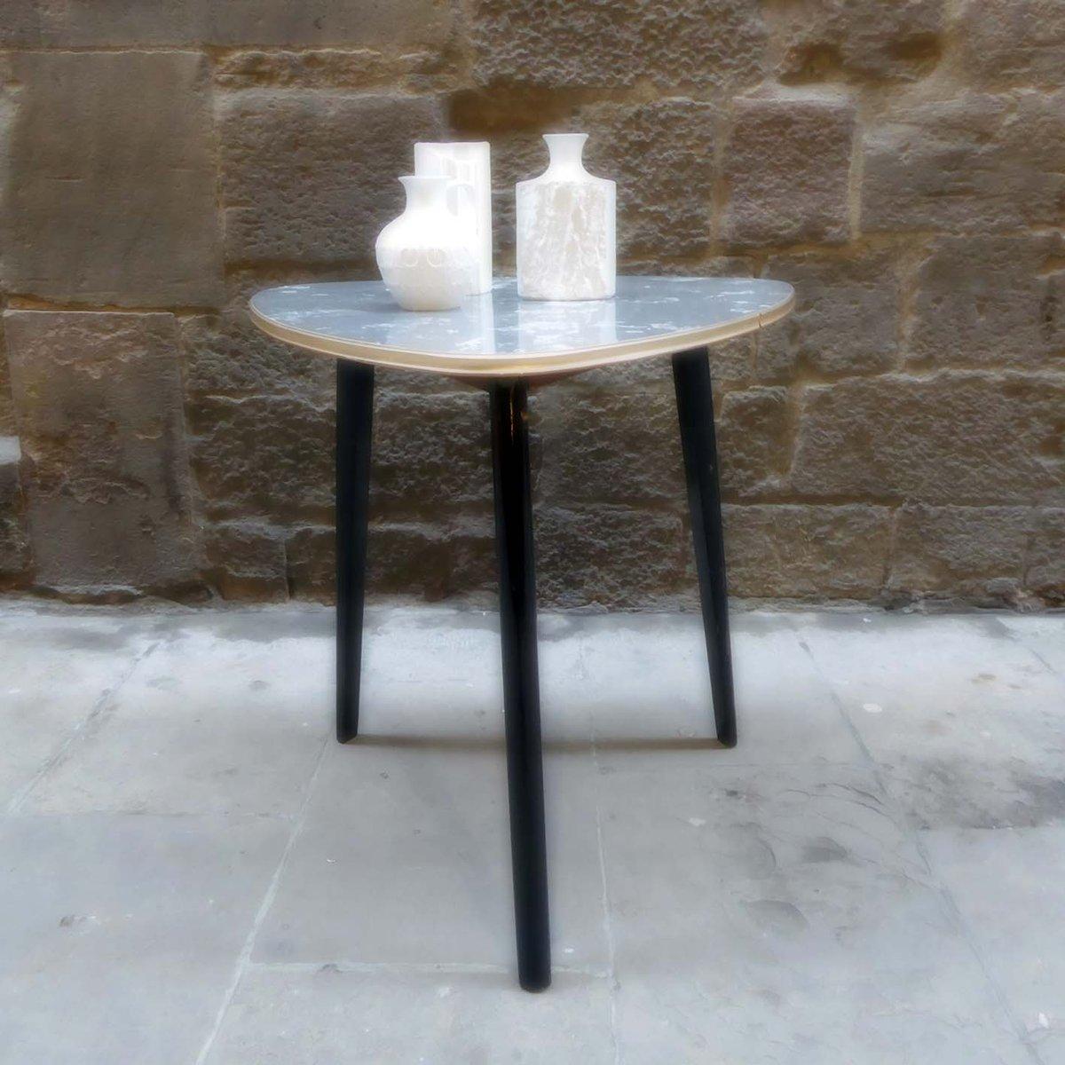 moderner midcentury dreiecks tisch bei pamono kaufen. Black Bedroom Furniture Sets. Home Design Ideas