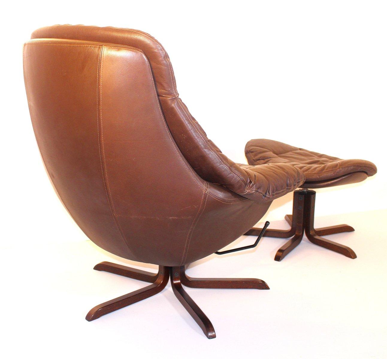 leder lounge sessel mit fu hocker von h w klein 1970er bei pamono kaufen. Black Bedroom Furniture Sets. Home Design Ideas