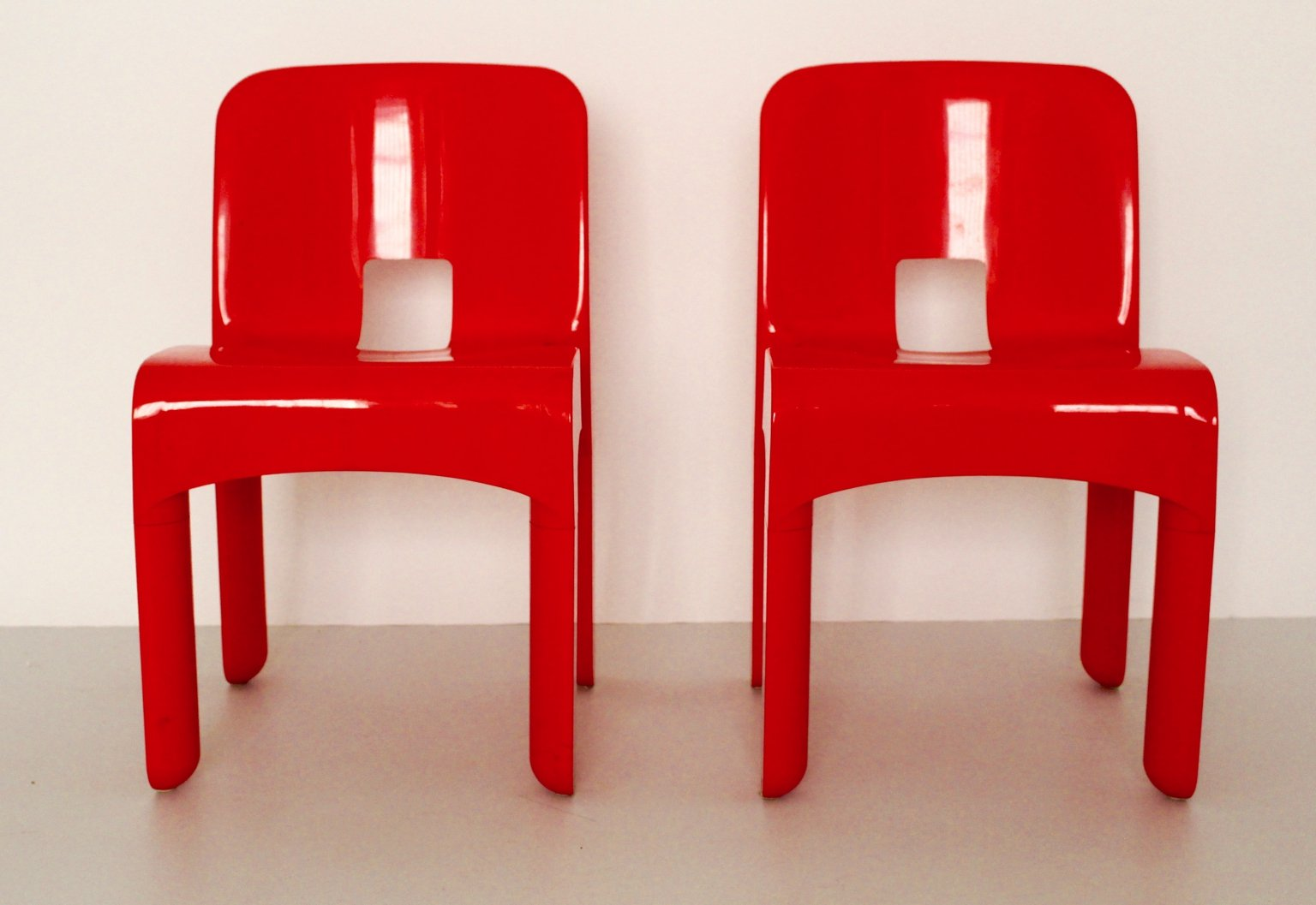 model 4860 universale plastic chairs by joe colombo for kartell 1960s set of 2 for sale at pamono. Black Bedroom Furniture Sets. Home Design Ideas