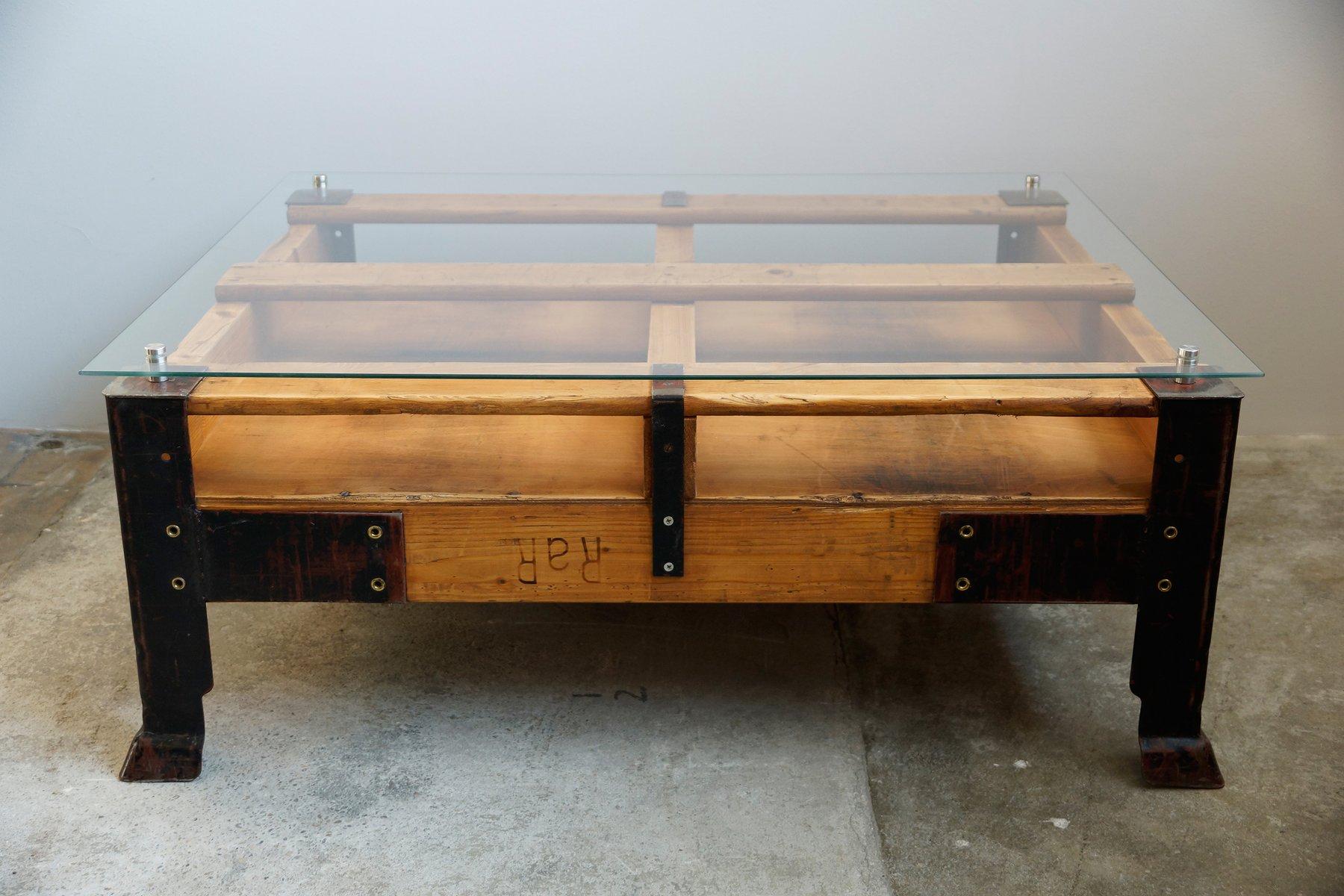 Table Basse Palette Industrielle - Table Basse Palette Industrielle Avec Dessus En Verre En Vente Sur [mjhdah]https://www.madecovintage.com/390-tm_thickbox_default/table-basse-palette-europe-naturelle.jpg