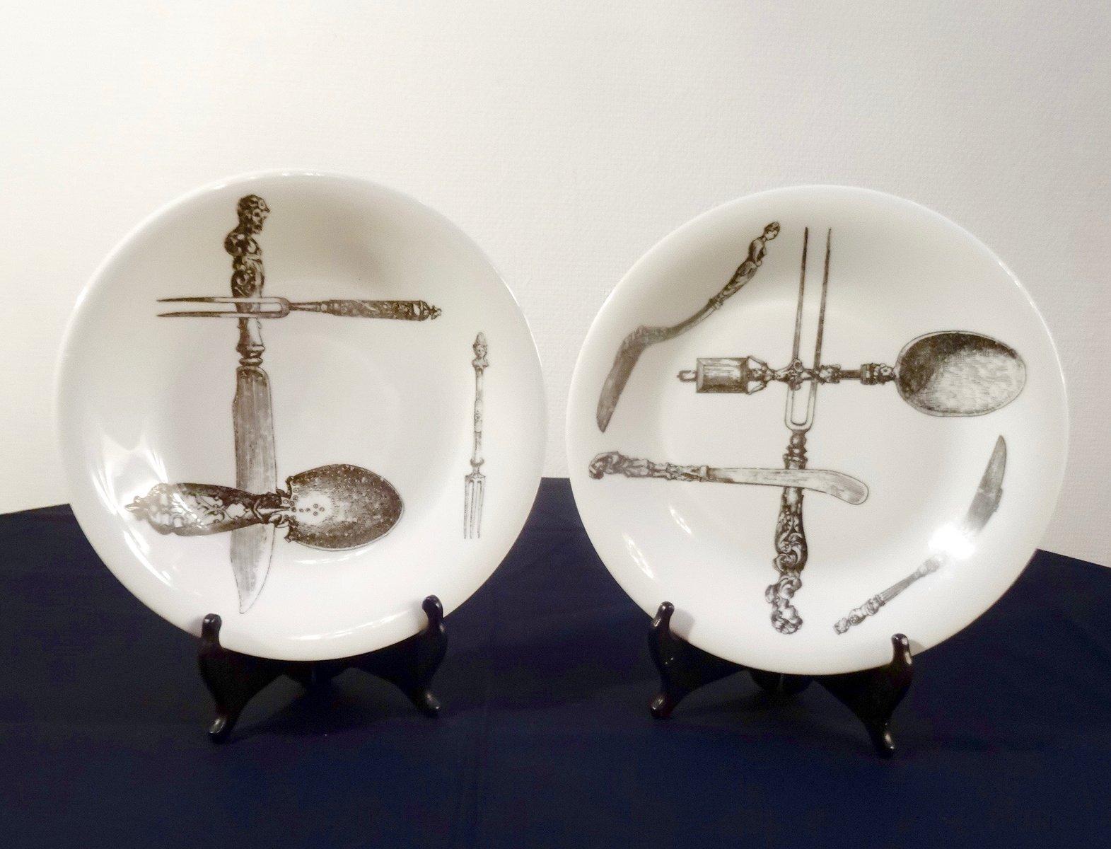 italienische porzellan teller von piero fornasetti f r. Black Bedroom Furniture Sets. Home Design Ideas