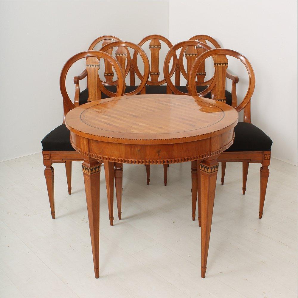 Tavolo da pranzo, panca e sedie Luigi XVI in ciliegio, fine XVIII ...