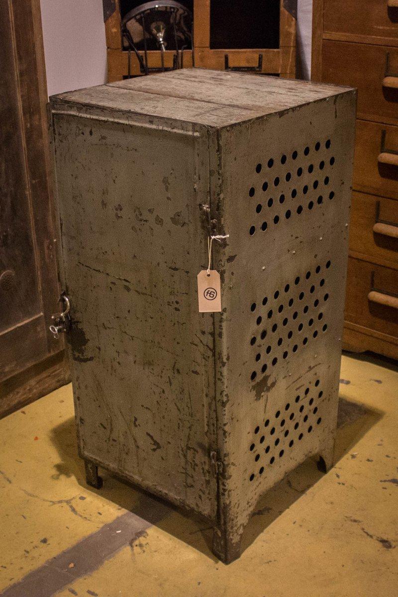 armoire outils vintage industrielle en vente sur pamono. Black Bedroom Furniture Sets. Home Design Ideas