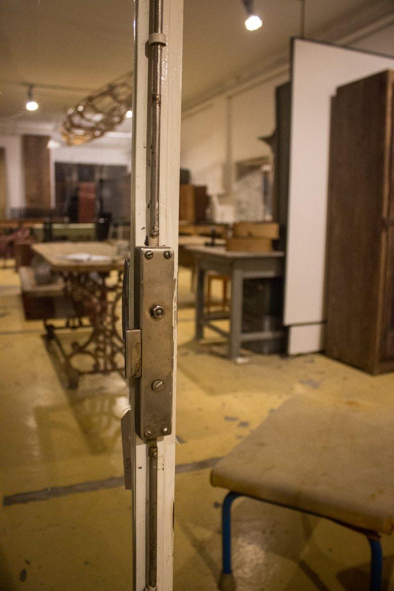 petit meuble vitrine vintage en vente sur pamono. Black Bedroom Furniture Sets. Home Design Ideas