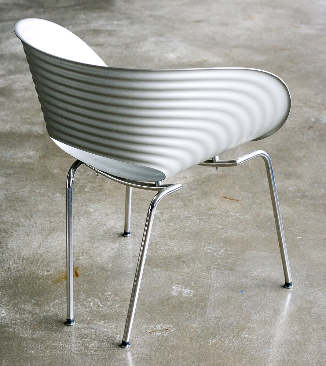 limitierte edition tom vac stuhl aus aluminium von ron. Black Bedroom Furniture Sets. Home Design Ideas