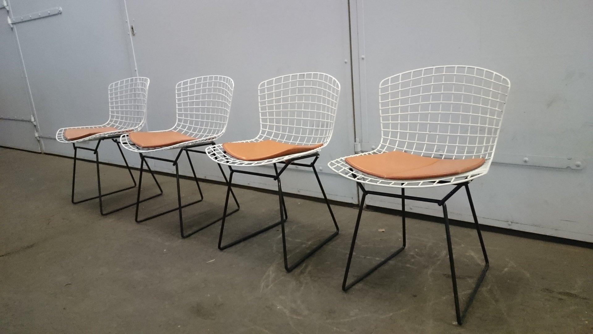 wei e schwarze wire st hle von harry bertoia f r knoll 4er set bei pamono kaufen. Black Bedroom Furniture Sets. Home Design Ideas