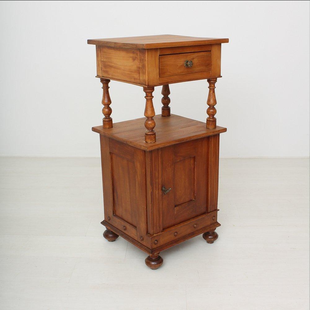 Comodino antico in legno di ciliegio, fine XIX secolo in vendita su ...