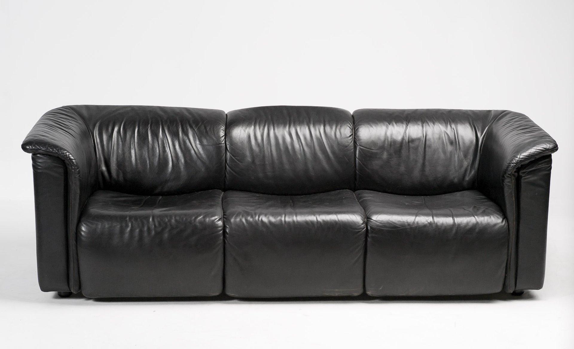 hochbarett black three seater sofa from wittmann moebel. Black Bedroom Furniture Sets. Home Design Ideas