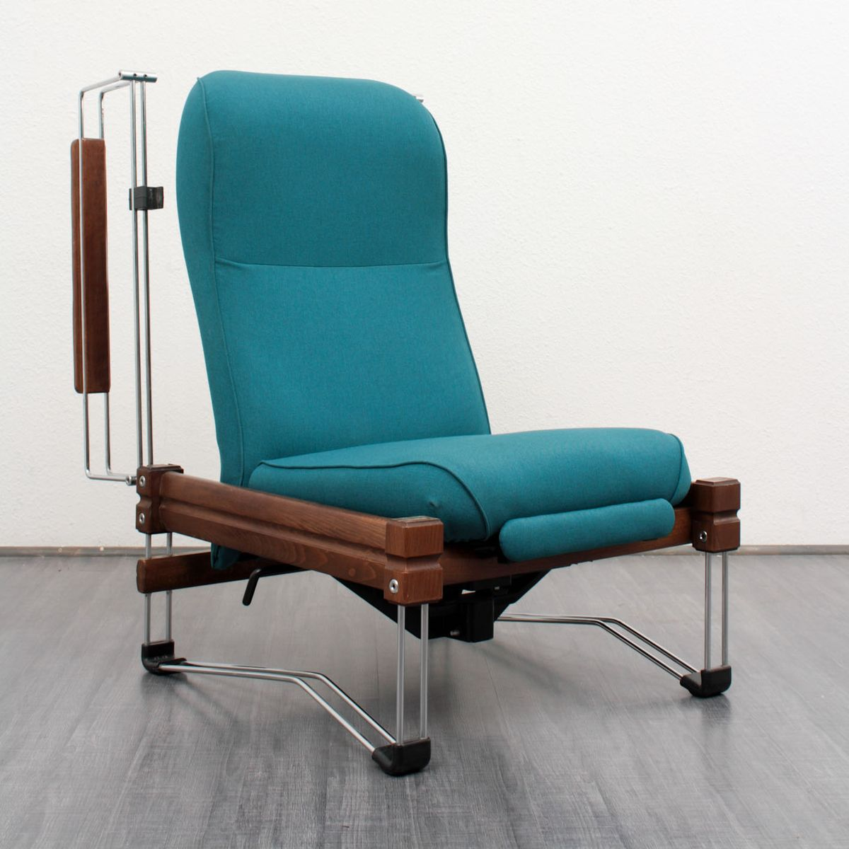 vintage lounge sessel aus holz mit verchromten gestell bei pamono kaufen. Black Bedroom Furniture Sets. Home Design Ideas