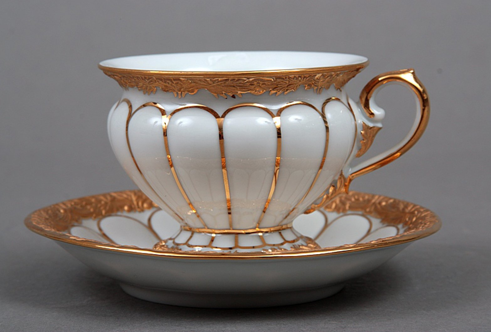 meissen porcelain cup and saucer with golden pattern for sale at pamono. Black Bedroom Furniture Sets. Home Design Ideas