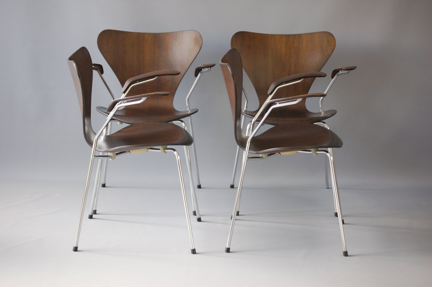 Jacobsen Stühle dunkle eichenholz 3207 stühle arne jacobsen für fritz hansen 1978 4er set bei pamono kaufen