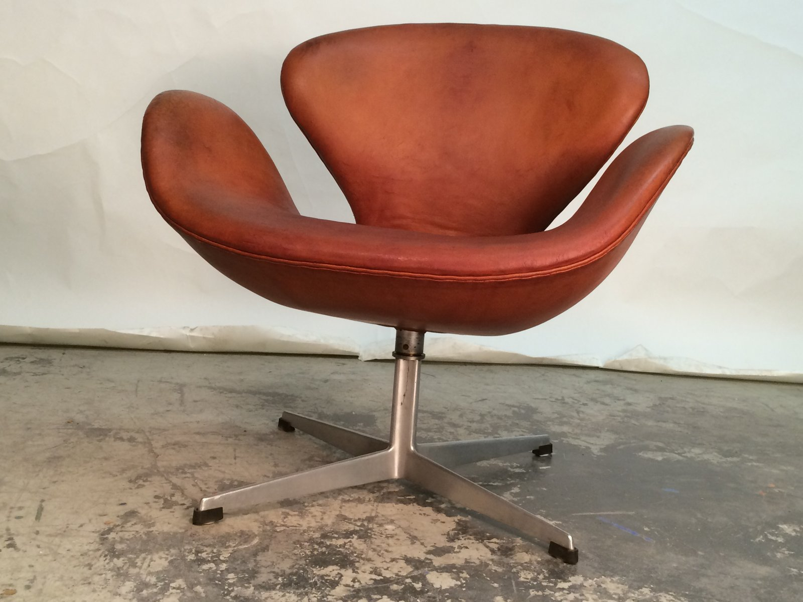 Swan chair by arne jacobsen for fritz hansen 1960 for for Swan chair nachbau