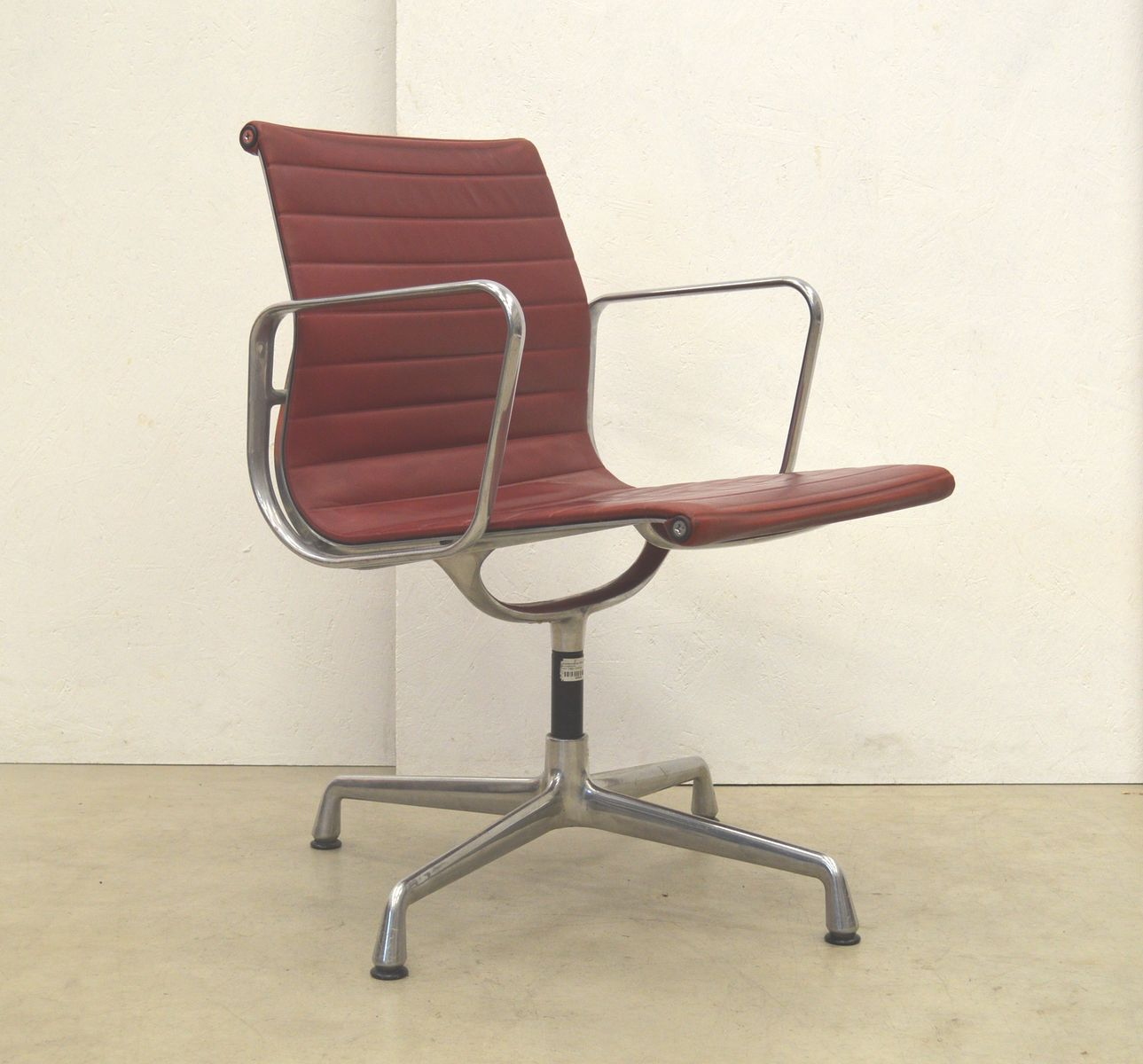 Cherry red ea108 aluminum office chair by charles ray for 1980s chair
