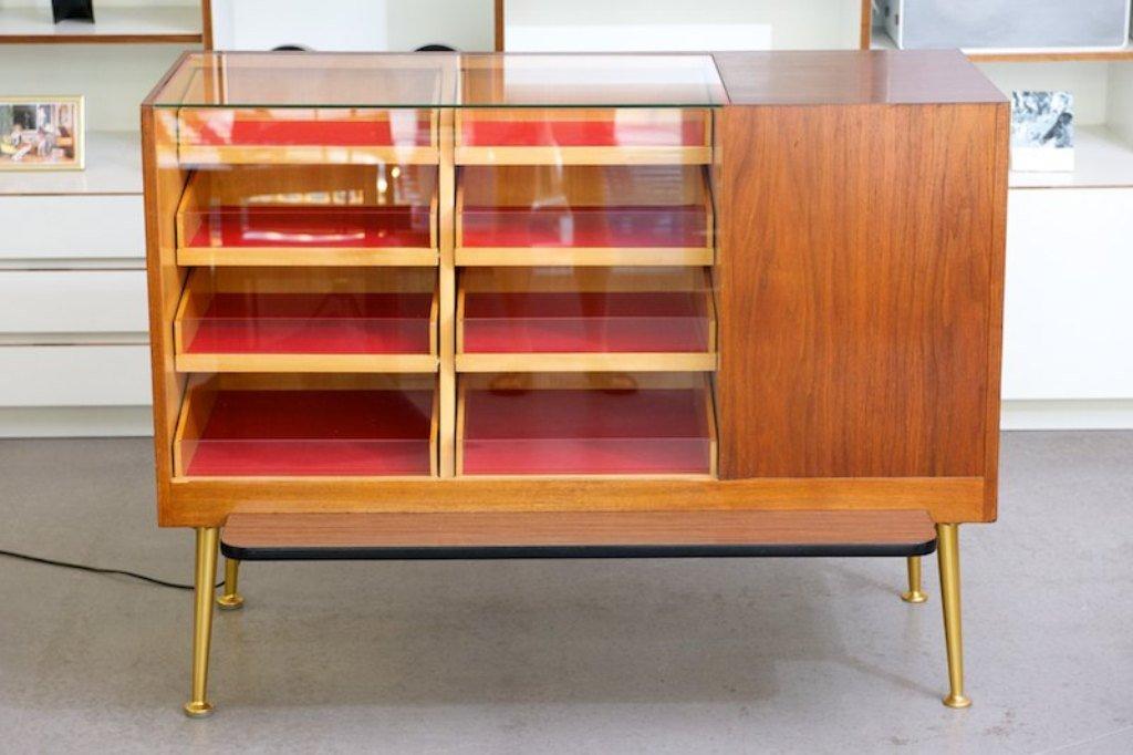 vitrine mit schubladen und beleuchtung 1953 bei pamono kaufen. Black Bedroom Furniture Sets. Home Design Ideas