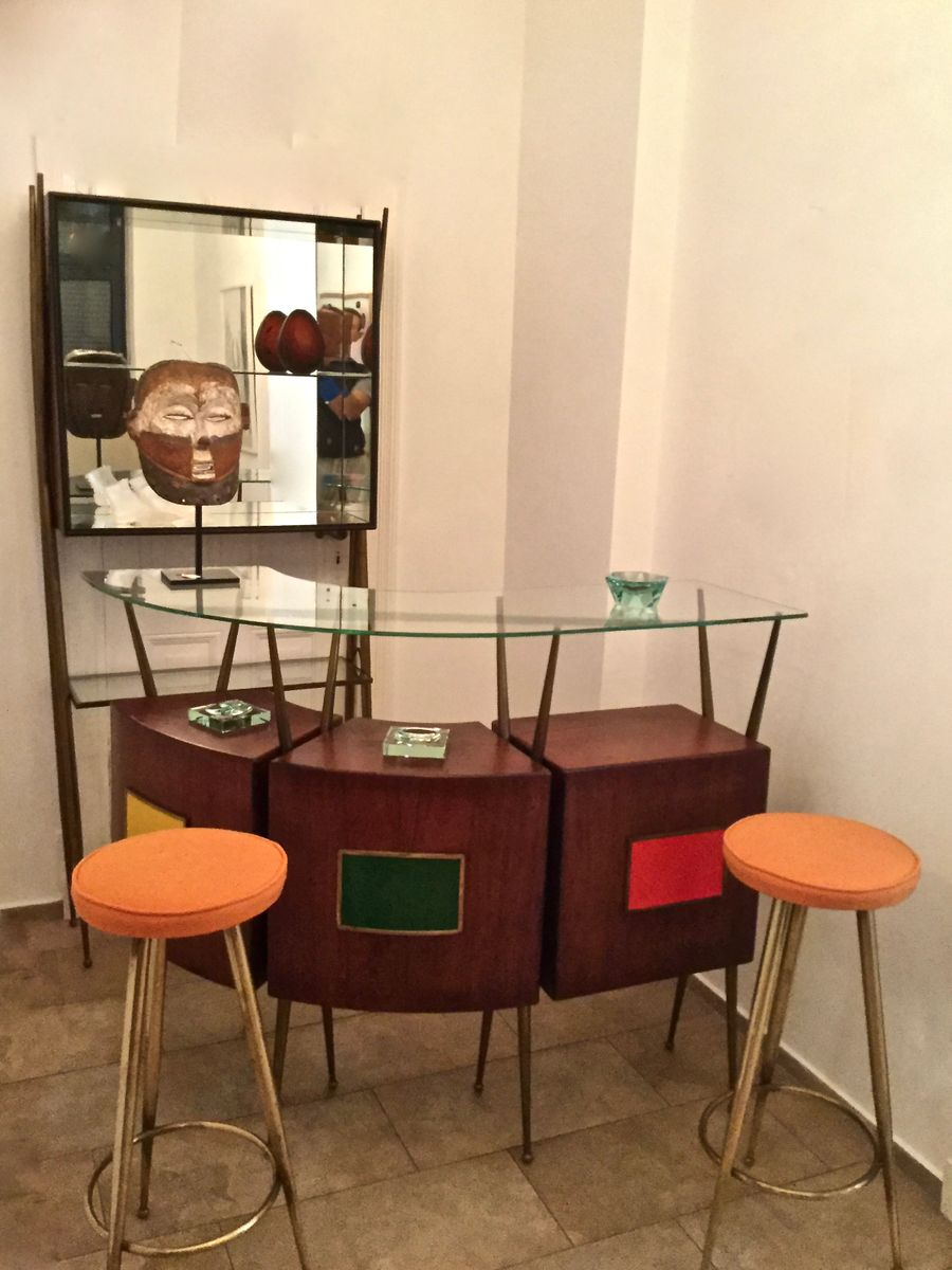 Italienische Mid-Century Bar, Schrank & 2 Hocker bei Pamono kaufen