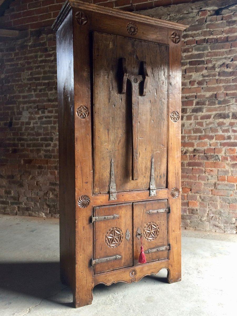 niederl ndischer eichenholz schrank mit klapptisch 16 jh 1570er bei pamono kaufen. Black Bedroom Furniture Sets. Home Design Ideas