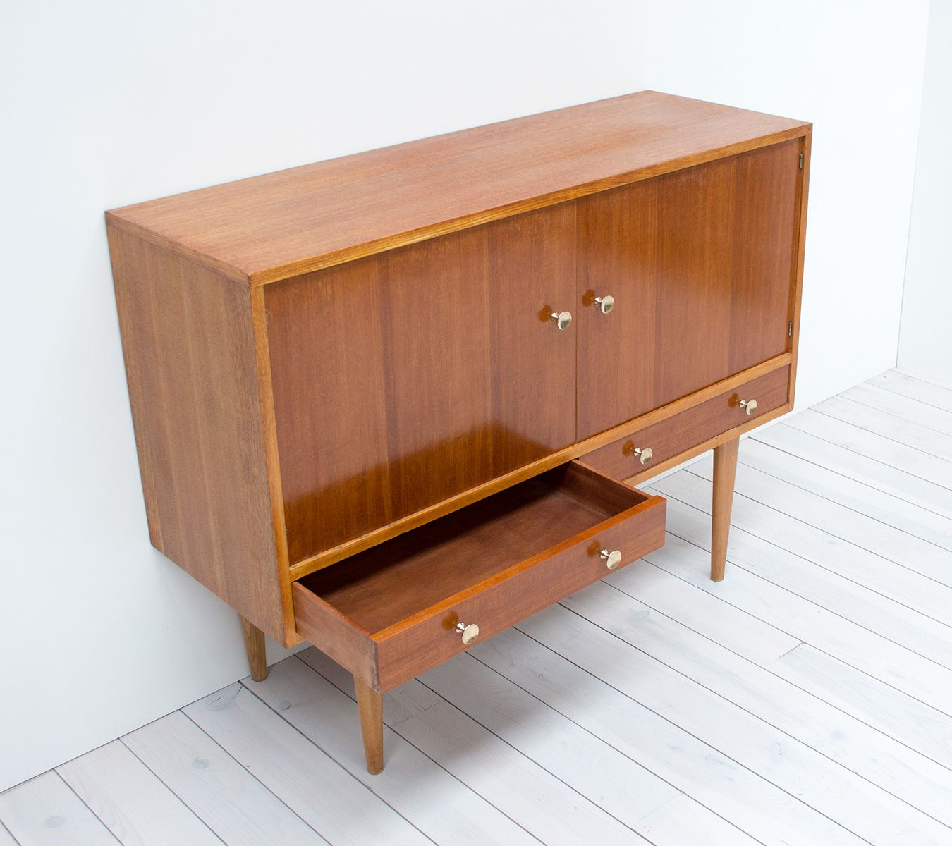 Oak indian laurel sideboard by gordon russell 1950s for for Sideboard 2 m breit