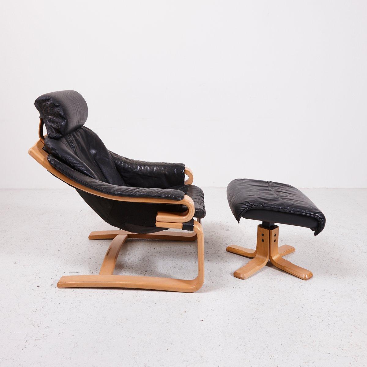 d nischer lehnsessel aus schwarzem leder mit ottomane bei. Black Bedroom Furniture Sets. Home Design Ideas