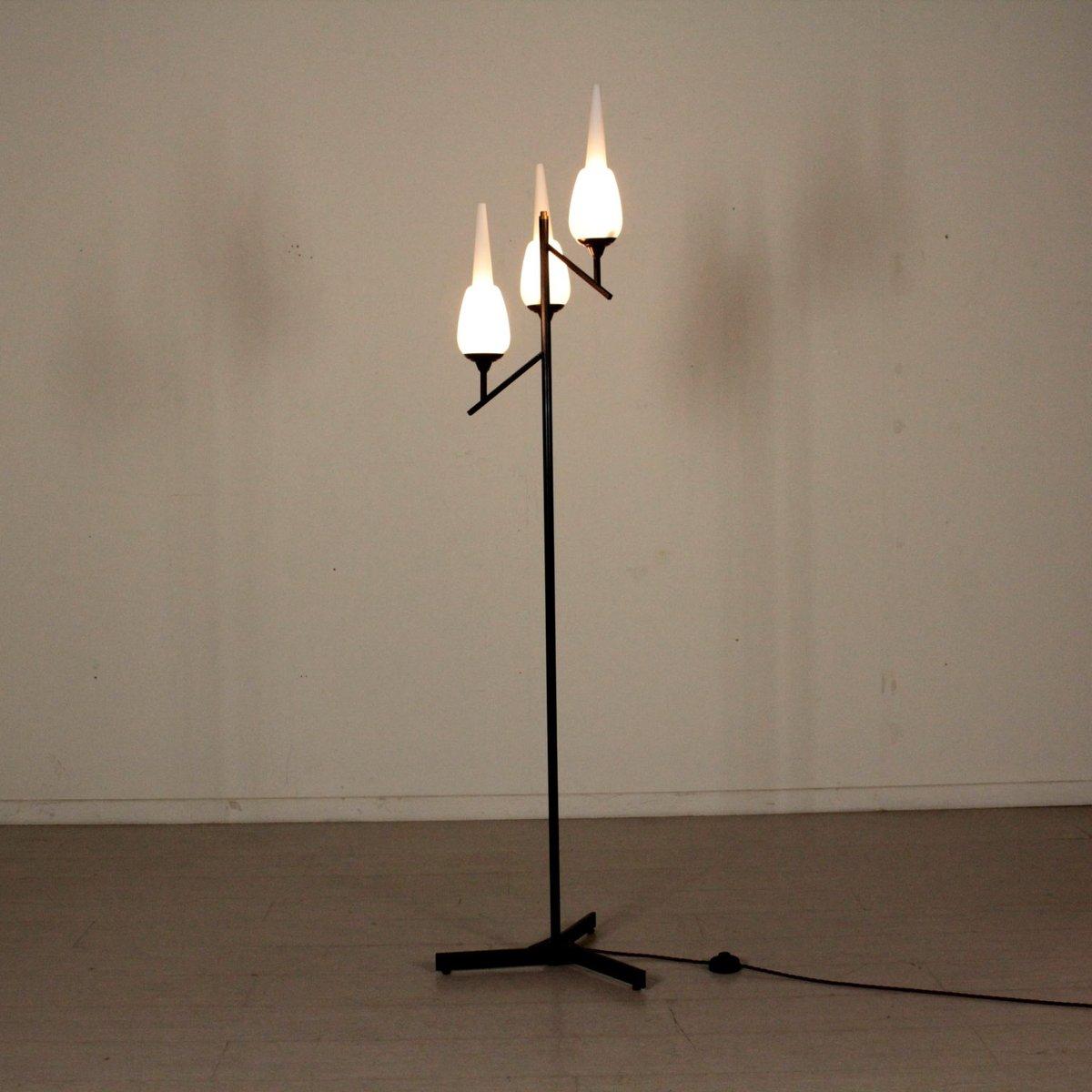 italienische vintage stehlampe mit opalglas schirm 1960er bei pamono kaufen. Black Bedroom Furniture Sets. Home Design Ideas