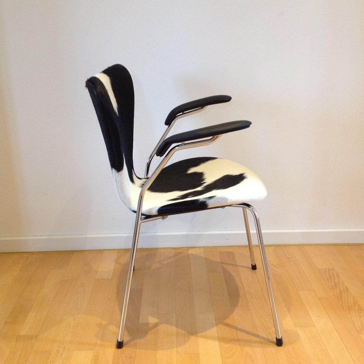 chaise de salon syveren 3207 en peau de vache par arne. Black Bedroom Furniture Sets. Home Design Ideas