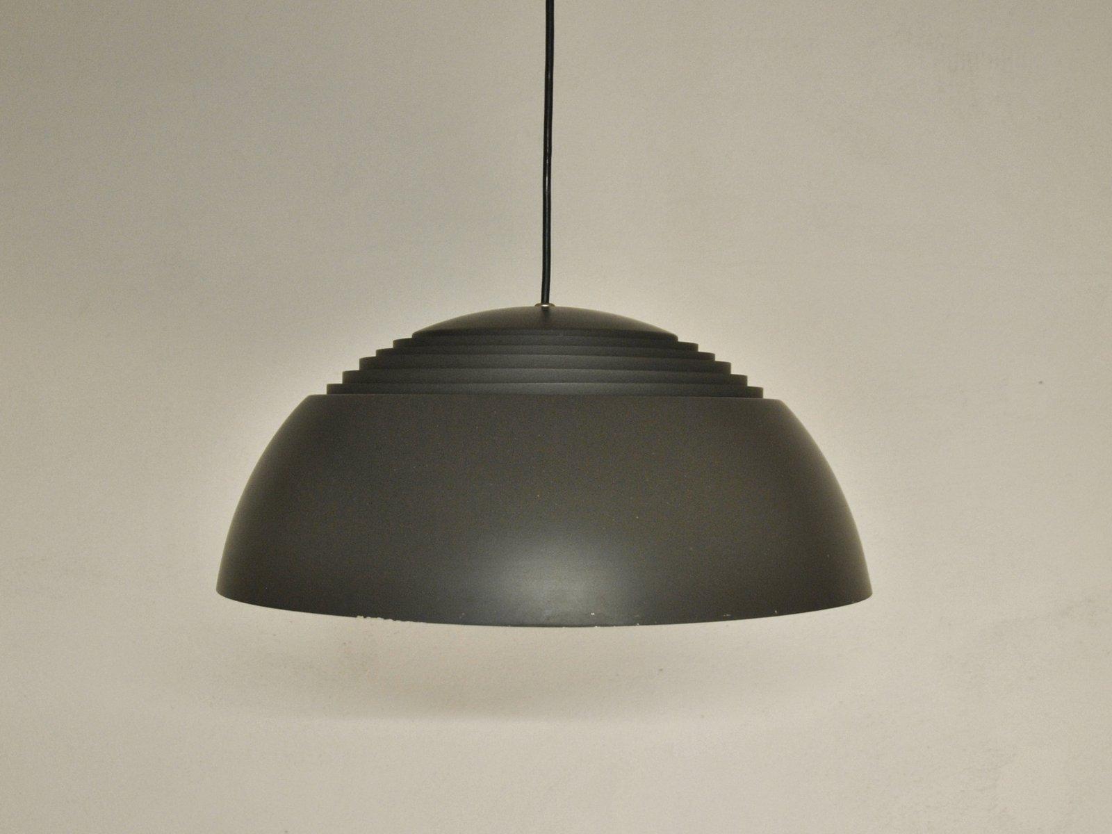 braune aj royal lampe von arne jacobsen f r louis poulsen bei pamono kaufen. Black Bedroom Furniture Sets. Home Design Ideas