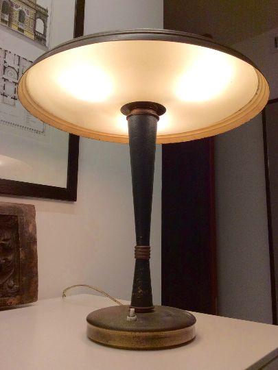 Lampada da tavolo vintage in ottone di lumi in vendita su - Lampada da tavolo vintage ...