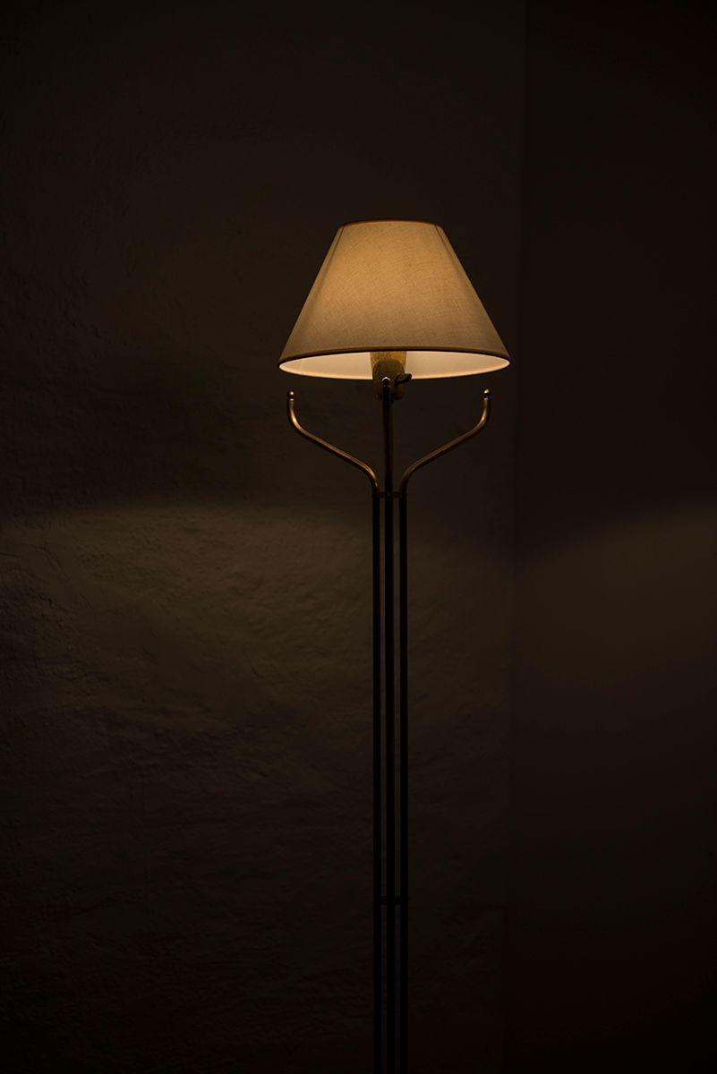 stehlampe aus messing 1950er bei pamono kaufen. Black Bedroom Furniture Sets. Home Design Ideas
