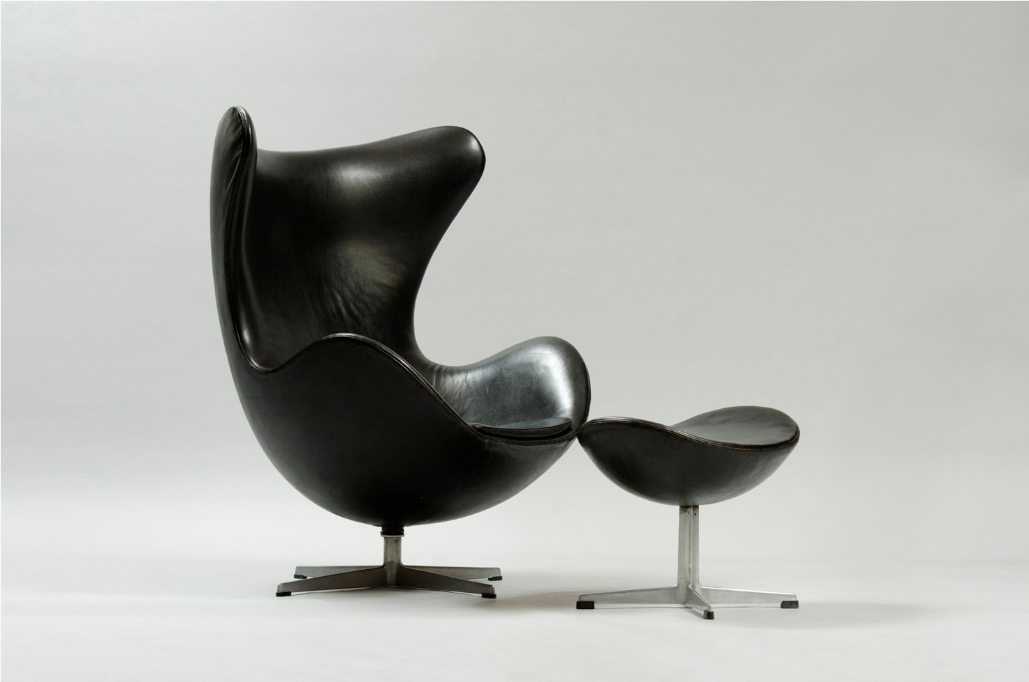 egg chair and ottoman by arne jacobsen for fritz hansen for sale at pamono. Black Bedroom Furniture Sets. Home Design Ideas