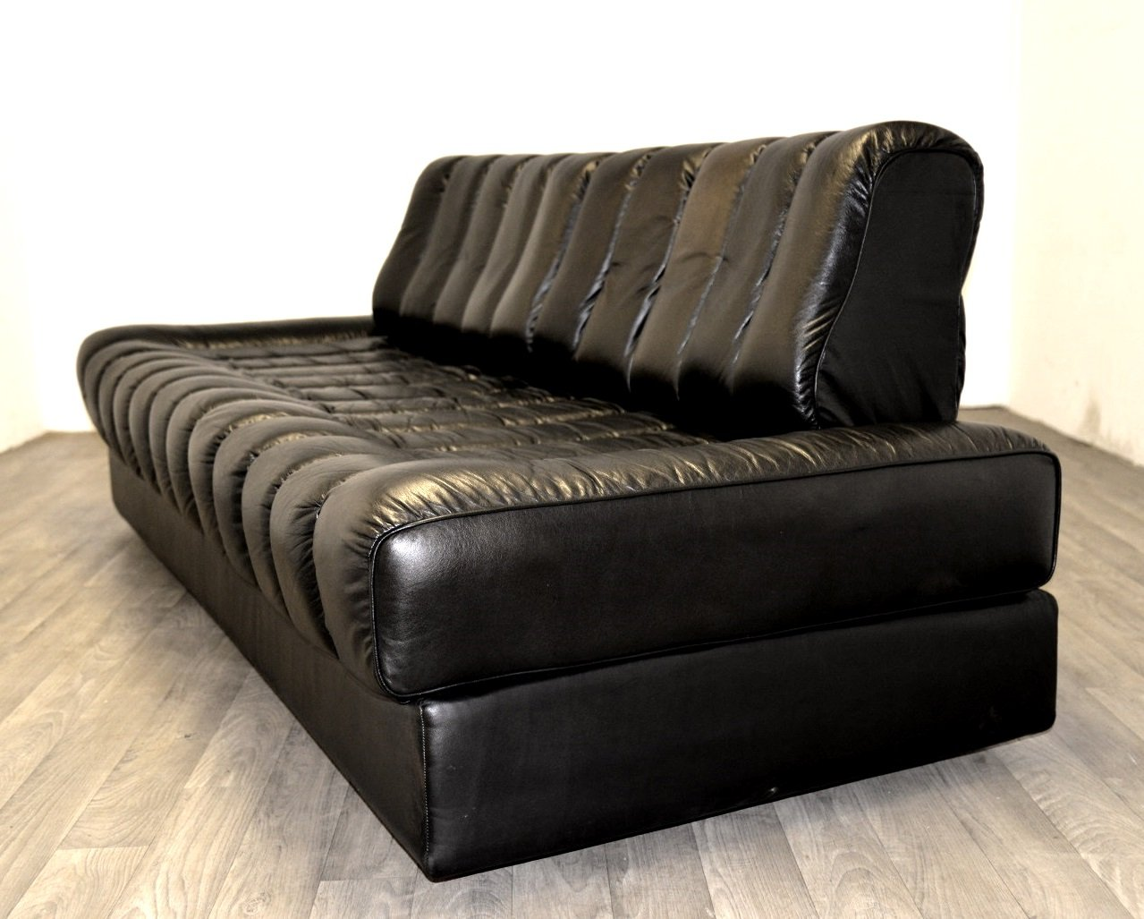 schwarzes ds 85 leder schlafsofa von de sede 1960er bei. Black Bedroom Furniture Sets. Home Design Ideas
